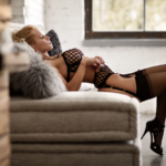 Analny seks z jej sztucznym kutasem