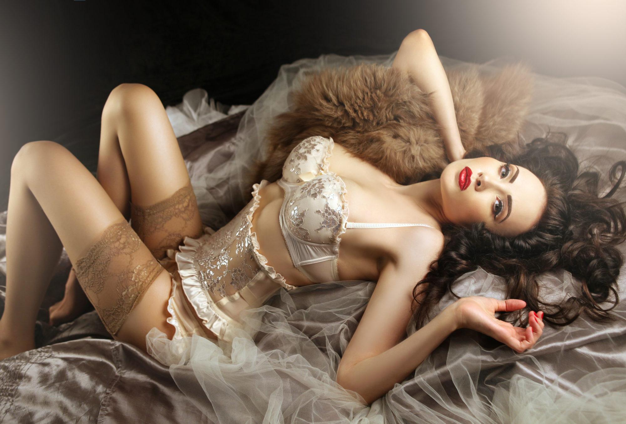 Bondage, czyli wiązanie piersi w stylu BDSM